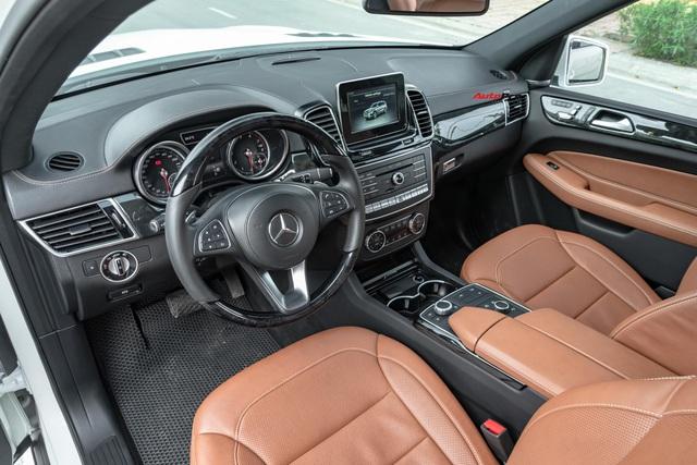 Thế hệ mới sắp ra mắt, Mercedes-Benz GLS bản cũ chạy lướt xuống giá rẻ ngang đàn em GLE - Ảnh 4.