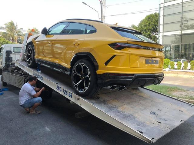 Thêm chiếc Lamborghini Urus mới cứng về đại lý chính hãng, nguồn gốc khiến nhiều người ngạc nhiên - Ảnh 1.