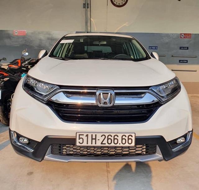Vừa bấm được biển tứ quý 6, chủ nhân liền rao bán Honda CR-V với giá gần bằng Mercedes C-Class - Ảnh 1.