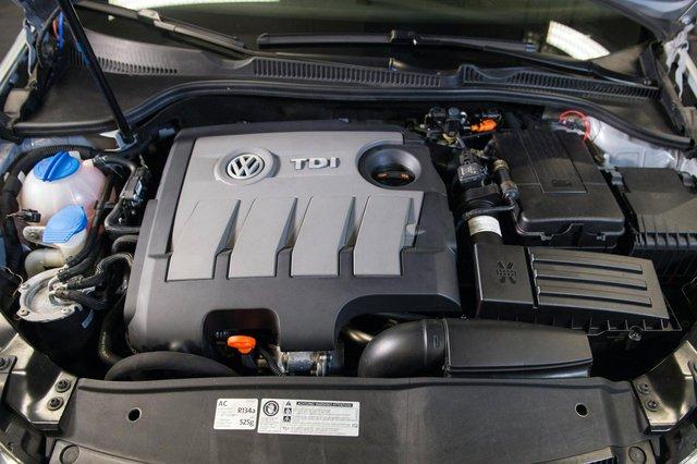 Bán xe gian lận khí thải, Volkswagen phải đền gần 1 tỷ USD cho khách hàng - Ảnh 1.