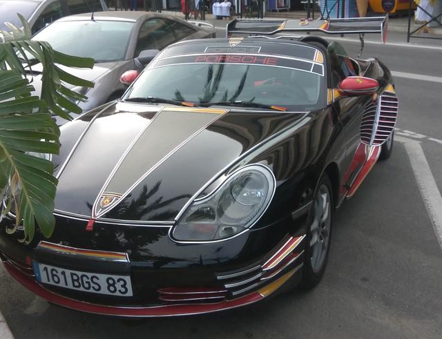 Porsche Boxster độ như xe Tàu nhái, dân mạng chỉ biết thốt lên: Trời ơi, thảm hoạ - Ảnh 1.