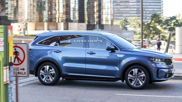 Kia Sorento hoàn toàn mới lộ ngoại thất hoàn chỉnh 100%: Đẹp hơn hẳn đời cũ, phả hơi nóng lên Hyundai Santa Fe