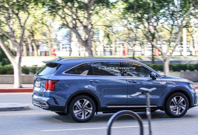 Kia Sorento hoàn toàn mới lộ ngoại thất hoàn chỉnh 100%: Đẹp hơn hẳn đời cũ, phả hơi nóng lên Hyundai Santa Fe - Ảnh 4.
