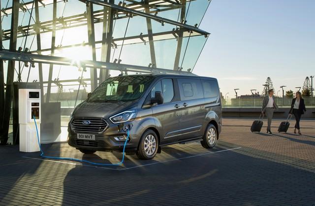 Ford Transit mới chạy thử nhưng thiết kế siêu dài, siêu dị mới đáng chú ý - Ảnh 5.