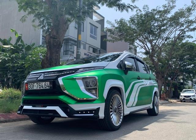 Mitsubishi Xpander ăn chơi nhất Việt Nam: Độ mâm giống Maybach nhưng lớp decal khiến ai cũng tưởng Grab - Ảnh 7.