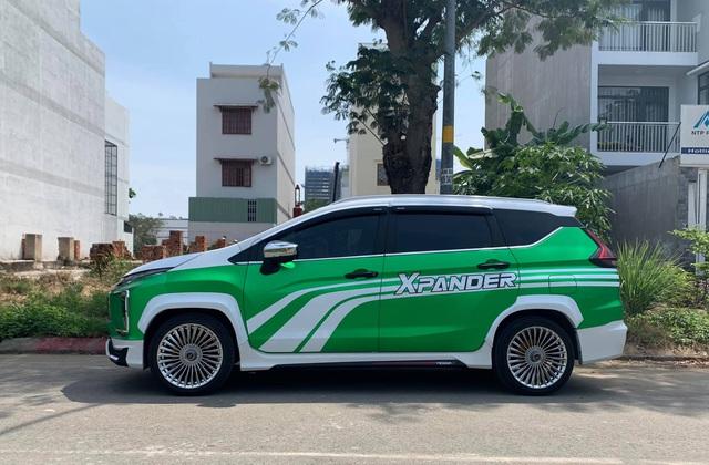 Mitsubishi Xpander ăn chơi nhất Việt Nam: Độ mâm giống Maybach nhưng lớp decal khiến ai cũng tưởng Grab - Ảnh 3.