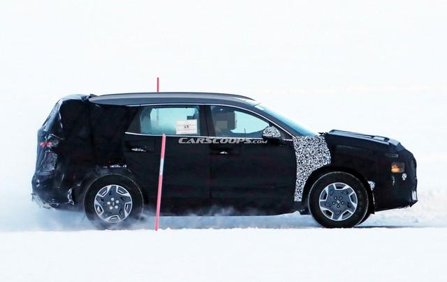 Hyundai Santa Fe nhanh chóng nâng cấp, đe nẹt Kia Sorento thế hệ mới sắp ra mắt - Ảnh 2.