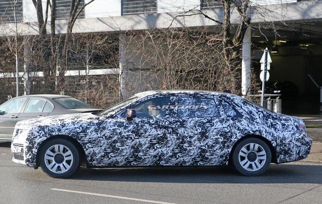Rolls-Royce Ghost thế hệ mới lộ nội thất, nhiều chi tiết lấy cảm hứng từ Cullinan - Ảnh 1.