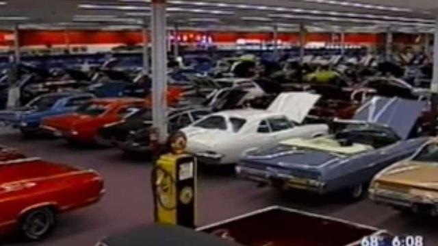 Bí chỗ, đại gia mua hẳn siêu thị rộng 3.700 m2 để trưng xe