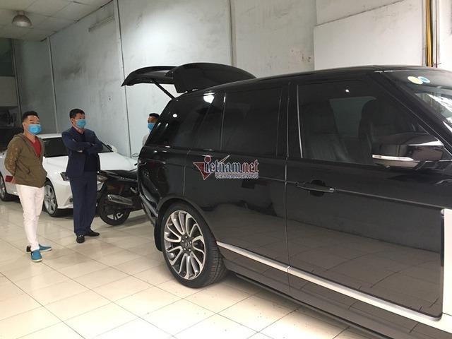 Dân bán ô tô thời dịch corona kín bưng khẩu trang, hạn chế bắt tay - Ảnh 5.