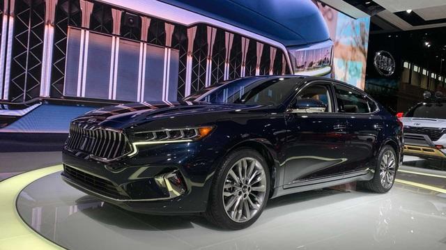 Kia K7 2020 có lưới tản nhiệt siêu to khổng lồ như BMW 7-Series, nội thất 'lột xác' khỏi thiết kế lỗi thời của bản cũ