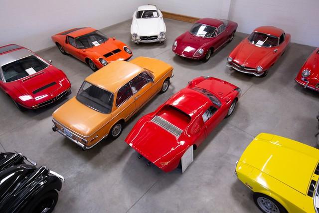 Trường nhà người ta: Bất ngờ được tặng hẳn bộ sưu tập xe khủng, giá không dưới 10 triệu USD - Ảnh 1.