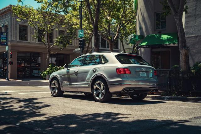Bentley khai tử Mulsanne vì doanh số thấp, chuyển hướng phát triển SUV mới - Ảnh 1.