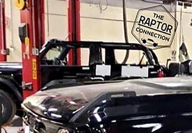 Ford Bronco hoàn chỉnh tiếp tục lộ diện: Không khác gì Defender thời hoàng kim - Ảnh 3.