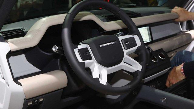 Land Rover Defender 2020 cập bến Việt Nam: SUV giá từ 3,7 tỷ cạnh tranh vua địa hình Mercedes-Benz G-Class - Ảnh 4.