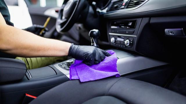 Tiêu diệt virus mà không làm hỏng nội thất xe với những chất tẩy rửa ngay sát sườn này - Ảnh 2.