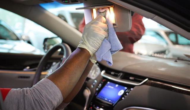 Tiêu diệt virus mà không làm hỏng nội thất xe với những chất tẩy rửa ngay sát sườn này - Ảnh 3.