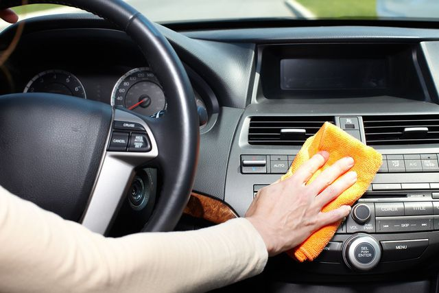 Tiêu diệt virus mà không làm hỏng nội thất xe với những chất tẩy rửa ngay sát sườn này - Ảnh 5.