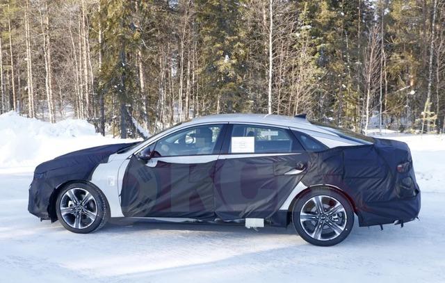 Kia Optima chuẩn bị bổ sung thêm tuỳ chọn đắt giá nhằm đối đầu Toyota Camry và Honda Accord - Ảnh 2.