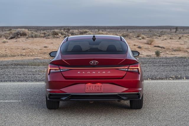 Ra mắt Hyundai Elantra hoàn toàn mới: Đẹp xuất sắc, đe nẹt Mazda3 - Ảnh 5.