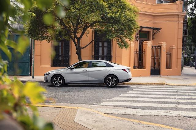 Ra mắt Hyundai Elantra hoàn toàn mới: Đẹp xuất sắc, đe nẹt Mazda3 - Ảnh 15.