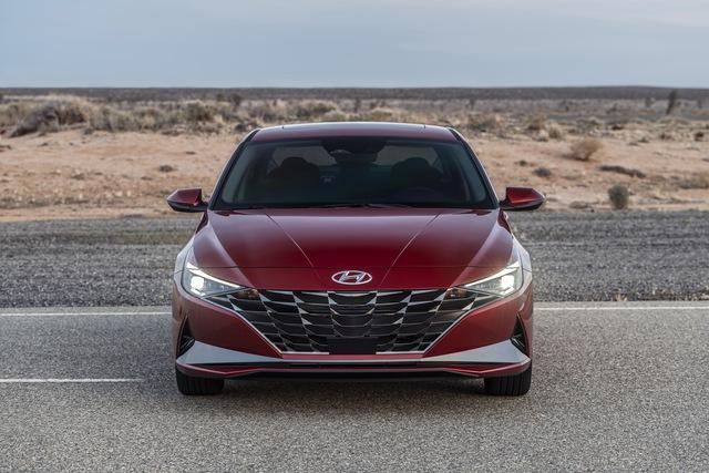 Ra mắt Hyundai Elantra hoàn toàn mới: Đẹp xuất sắc, đe nẹt Mazda3 - Ảnh 2.