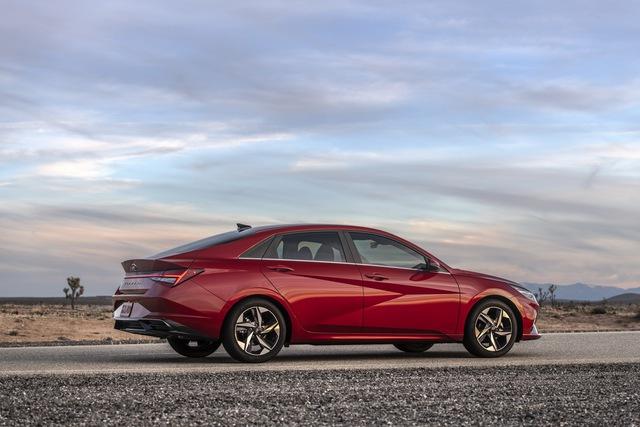 Ra mắt Hyundai Elantra hoàn toàn mới: Đẹp xuất sắc, đe nẹt Mazda3 - Ảnh 3.