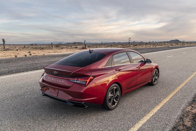 Ra mắt Hyundai Elantra hoàn toàn mới: Đẹp xuất sắc, đe nẹt Mazda3 - Ảnh 4.