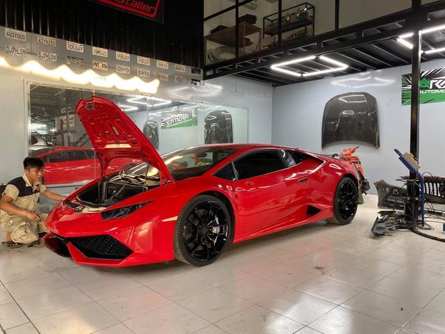Lamborghini Huracan từng thuộc sở hữu của đại gia Nam Định đổi màu sơn bằng phương pháp ít ai ngờ tới - Ảnh 1.