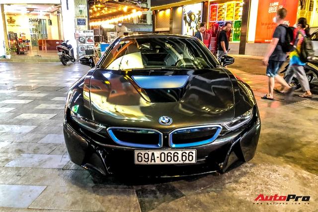 Cộng đồng mạng chê lỗi thời, BMW i8 của đại gia Cà Mau vẫn gây ấn tượng nhờ chi tiết này - Ảnh 2.