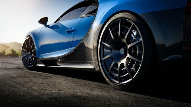 Ra mắt xe thời Covid-19: Dàn lãnh đạo Bugatti chào hàng siêu phẩm Chiron Pur Sport mới - Ảnh 5.
