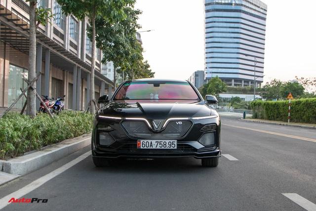 Chủ xe chi 100 triệu đồng độ VinFast Lux A2.0 phong cách thể thao tại Sài Gòn - Ảnh 6.