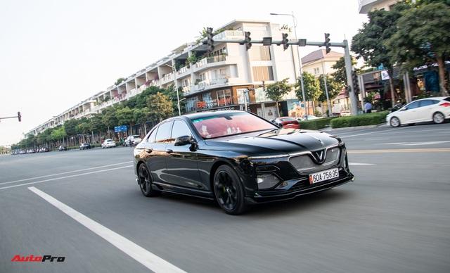 Chủ xe chi 100 triệu đồng độ VinFast Lux A2.0 phong cách thể thao tại Sài Gòn - Ảnh 2.