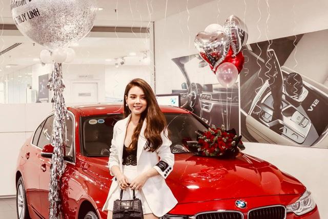 Hot girl Hà thành 19 tuổi sắm BMW 320i hơn 1,3 tỷ đồng, tuyên bố tự tặng bản thân trong thời gian tồi tệ nhất - Ảnh 3.