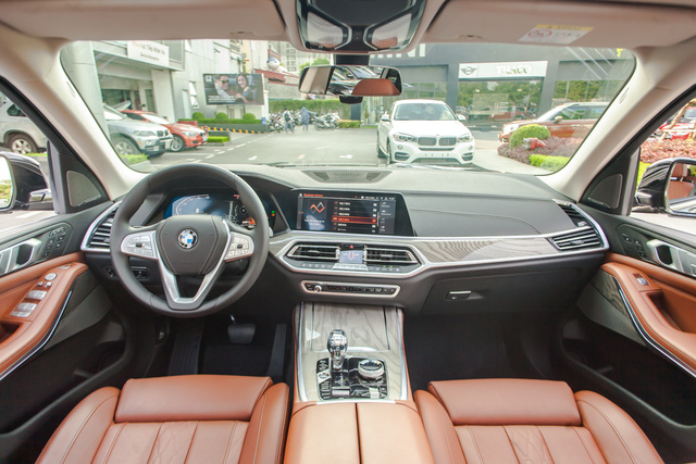 BMW X7 giảm giá kỷ lục 350 triệu đồng trong cuộc đua khốc liệt với Mercedes-Benz GLS tại Việt Nam - Ảnh 4.