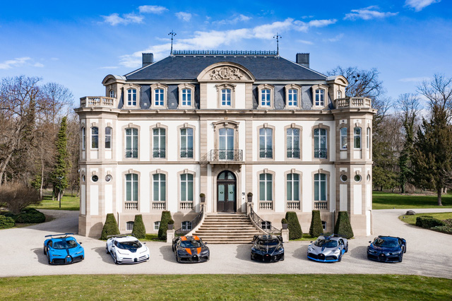 Choáng ngợp trước dàn Bugatti với toàn siêu phẩm quý hiếm trị giá hàng trăm triệu USD tụ họp - Ảnh 1.