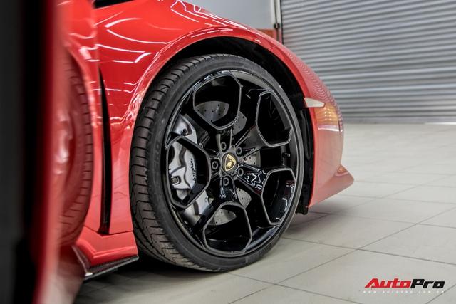 Cận cảnh Lamborghini Huracan màu đỏ thứ ba tại Việt Nam - Chiếc Huracan duy nhất trong nước sơn màu thay vì dán decal - Ảnh 5.