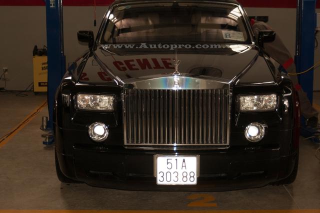 Ủng hộ 36 tỷ cho nhà nước, vua hàng hiệu Johnathan Hạnh Nguyễn còn gây choáng với bộ sưu tập xe tiền tỷ - Ảnh 2.