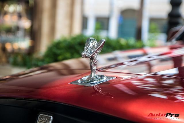 Rolls-Royce Cullinan màu đỏ độc nhất Việt Nam bất ngờ Nam tiến - Ảnh 5.
