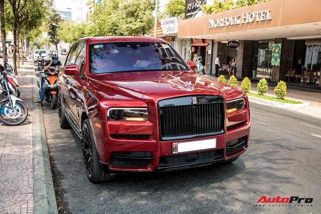 Rolls-Royce Cullinan màu đỏ độc nhất Việt Nam bất ngờ Nam tiến - Ảnh 10.