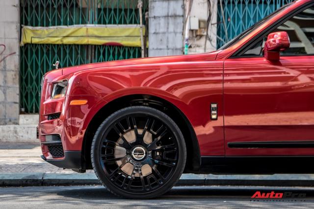 Rolls-Royce Cullinan màu đỏ độc nhất Việt Nam bất ngờ Nam tiến - Ảnh 6.