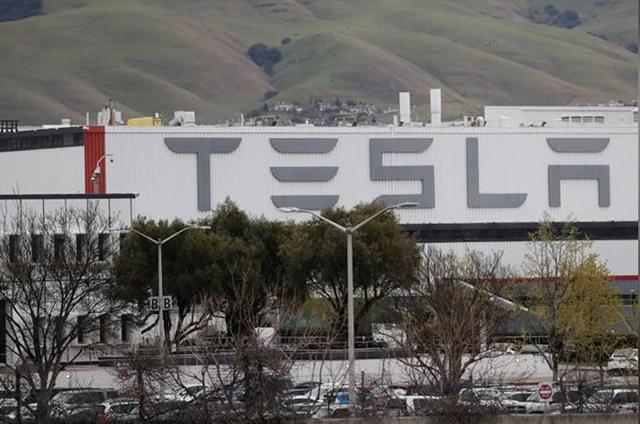 Tesla tạm ngừng sản xuất xe tại Mỹ do Covid-19  - Ảnh 1.