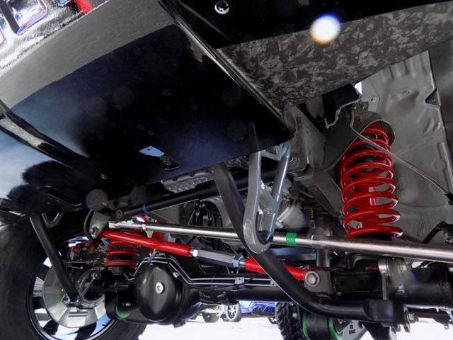 Suzuki Jimny mot lan nua chung minh la xe do quoc dan voi ban nhai G-Class vo cung thuyet phuc