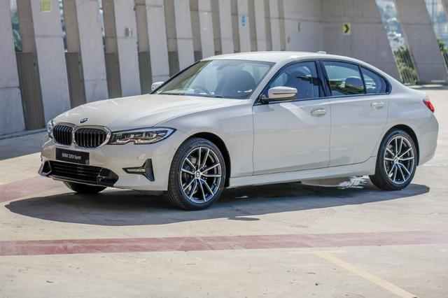 Tiết lộ trang bị 2 phiên bản BMW 320i 2020 sắp bán tại Việt Nam, giá từ 1,8 tỷ đồng, cạnh tranh Mercedes-Benz C 300 AMG - Ảnh 1.