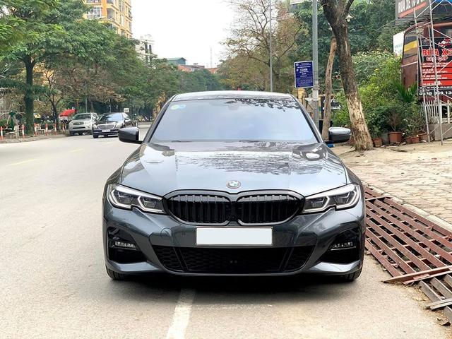 Tốn 233 triệu độ option xịn xò, chủ xe BMW 330i M Sport bán ngang giá mua mới khi vừa chạy 3.300 km - Ảnh 1.