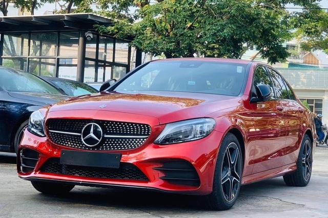 Mercedes-Benz C-Class giảm giá hơn 200 triệu đồng tại Việt Nam, tạo sức ép lên BMW 3-Series mới sắp ra mắt - Ảnh 1.