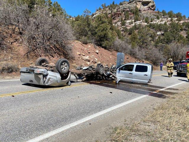 Xe Toyota biến thành 3 mảnh sau vụ tai nạn khủng khiếp - Ảnh 5.