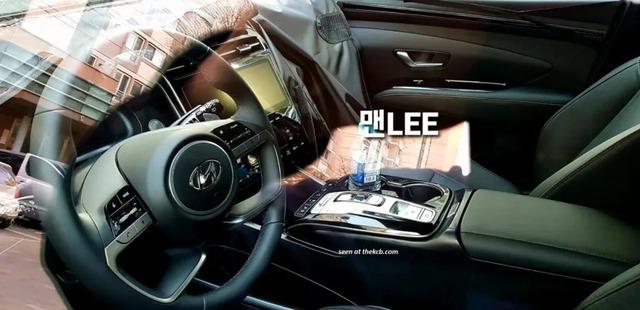 Hyundai Tucson đời mới lộ thêm ảnh từ trong ra ngoài: Cần số điện tử, màn hình kỹ thuật số lần đầu tiên xuất hiện, Honda CR-V cần dè chừng - Ảnh 1.