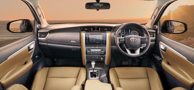Toyota Fortuner 2021 chuẩn bị ra mắt: Đẹp như Land Cruiser, đe doạ Ford Everest và Mitsubishi Pajero Sport - Ảnh 2.