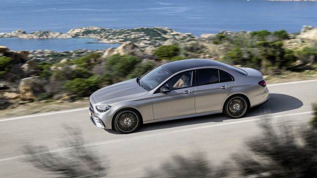 Mercedes-Benz E-Class 2021 ra mắt với thiết kế 'hiếu chiến' và công nghệ hiện đại, tăng sức ép trước BMW 5-Series